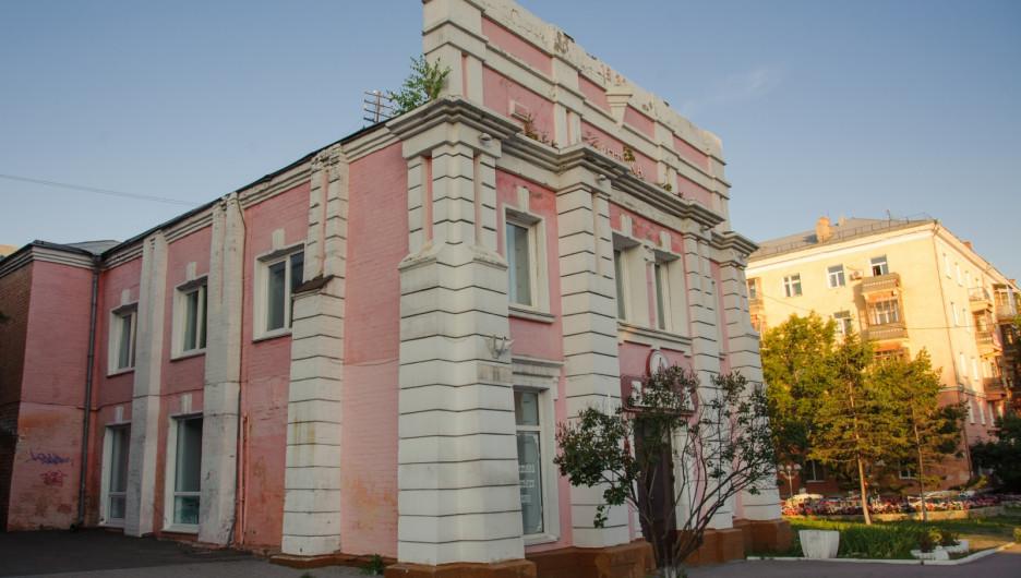 Здание аптеки в Барнауле на пр. Ленина, 44.