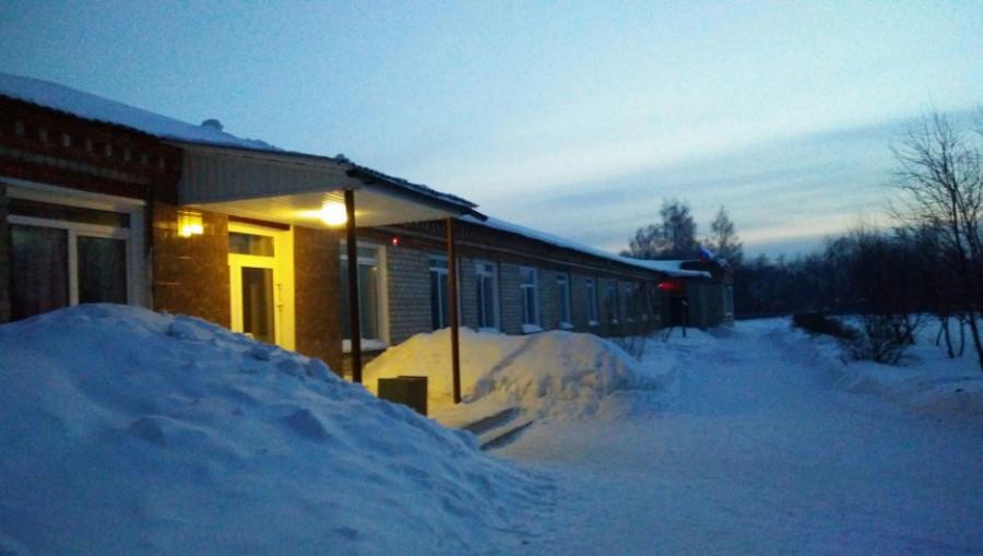 Здание начальной школы в Сибирских Огнях.