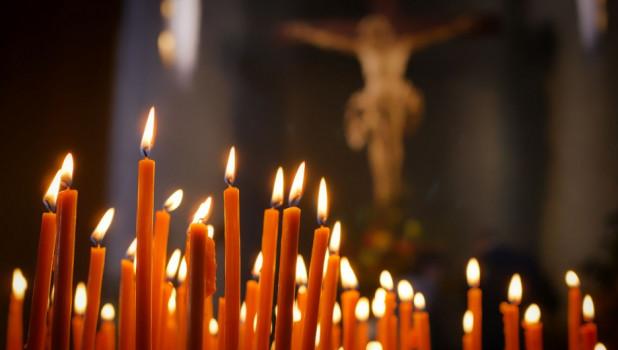 Молитва. Свечи. Церковь