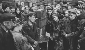 Жители Советского Союза во время объявления о смерти Сталина