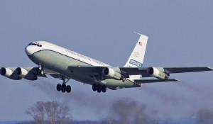 Самолет-разведчик США ОС-135.