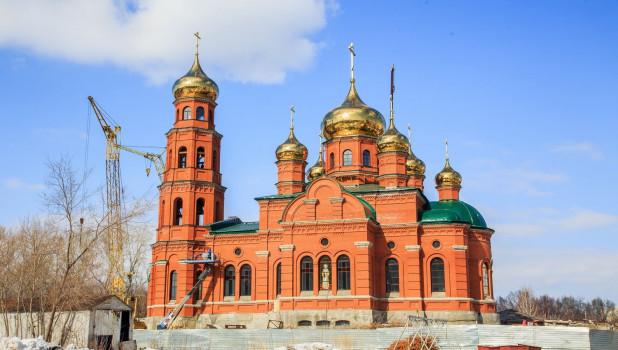 Митрополит освятил кресты для собора Александра Невского.