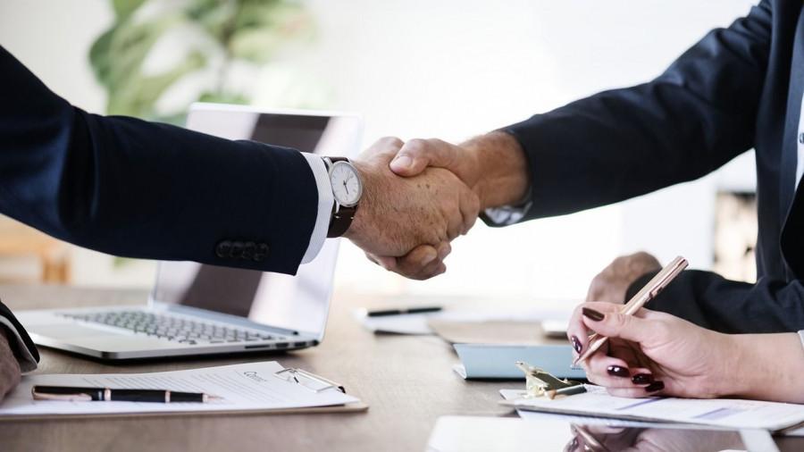 Бизнес. Сотрудничество. Контракт.