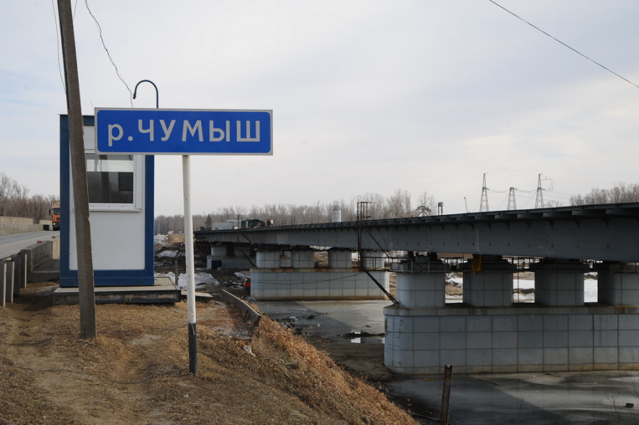 Строительство моста через Чумыш. 29 марта 2019 года.