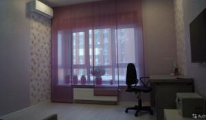 В центре Барнаула продают квартиру с витражным остеклением.