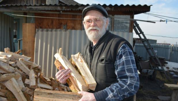В преддверии Дня Победы ветераны получают бесплатные дрова.