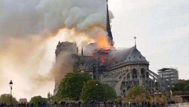 Пожар в Нотр-Даме.
