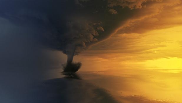 Торнадо, буря.