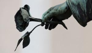 Цветок. Траур. Памятник