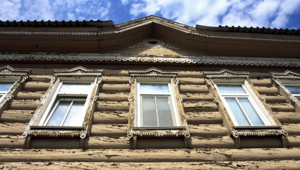Дом на Интернациональная, 92 - близнец дома №90.