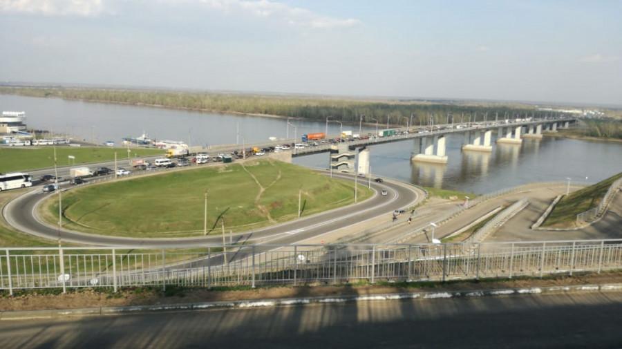 Пробка в районе Нового моста в Барнауле.