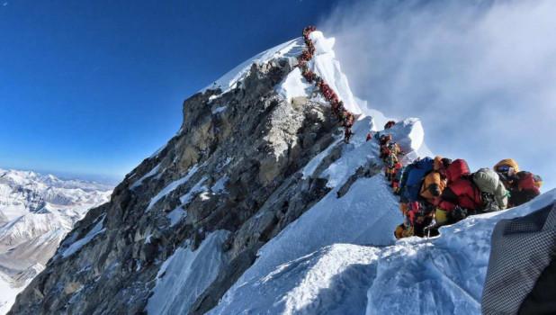 Очередь на Эверест.