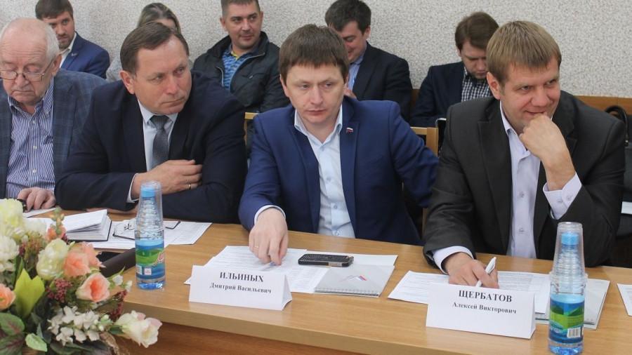 Дмитрий Ильиных и Алексей Щербатов (крайние справа) на круглом столе ОНФ.
