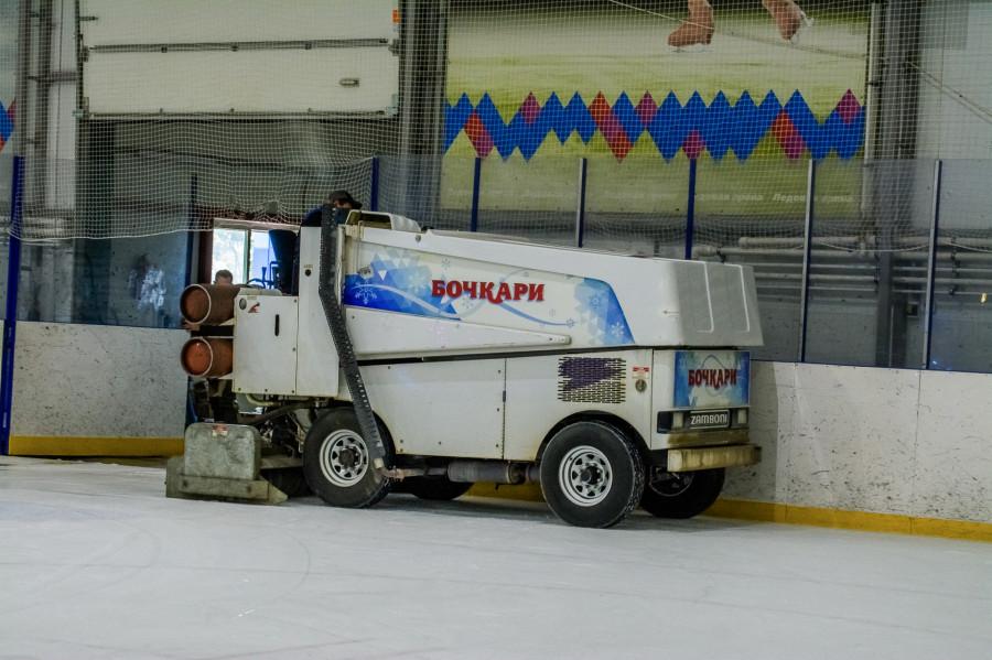 Члены правительства Алтайского края и депутаты Госдумы сыграли в Бочкарях в хоккей