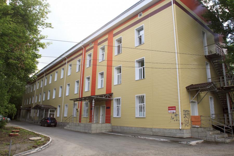 Корпус городской больницы №12 в Барнауле.