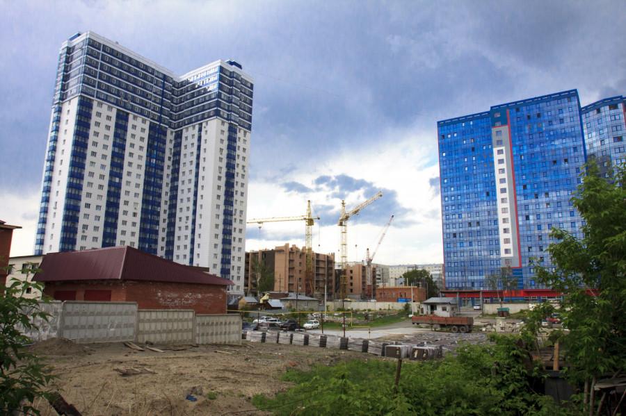 Новостройки в центре Барнаула.