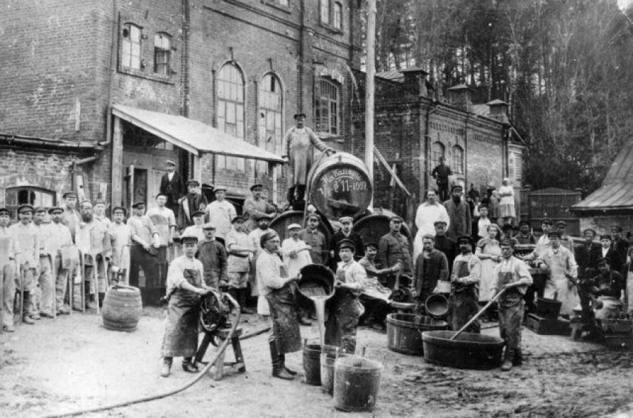 Дрожже-винокуренный завод в начале XX века.