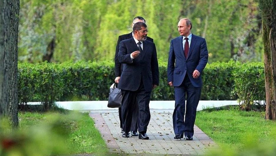 Владимир Путин с президентом Египта Мухаммедом Мурси, Сочи, 2013 год.