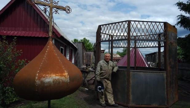 В Плотаве местные жители строят часовню.