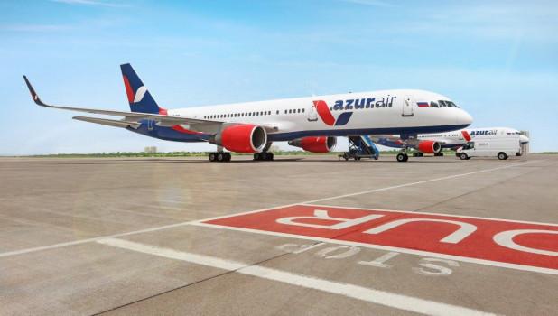 Самолет компании Azur air.
