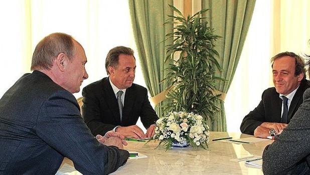 Владимир Путин, Виталий Мутко и Мишель Платини, 2013 год.