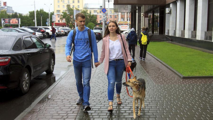 С собакой в Барнауле.