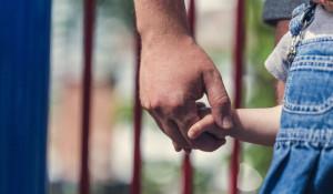 Отец и ребенок.