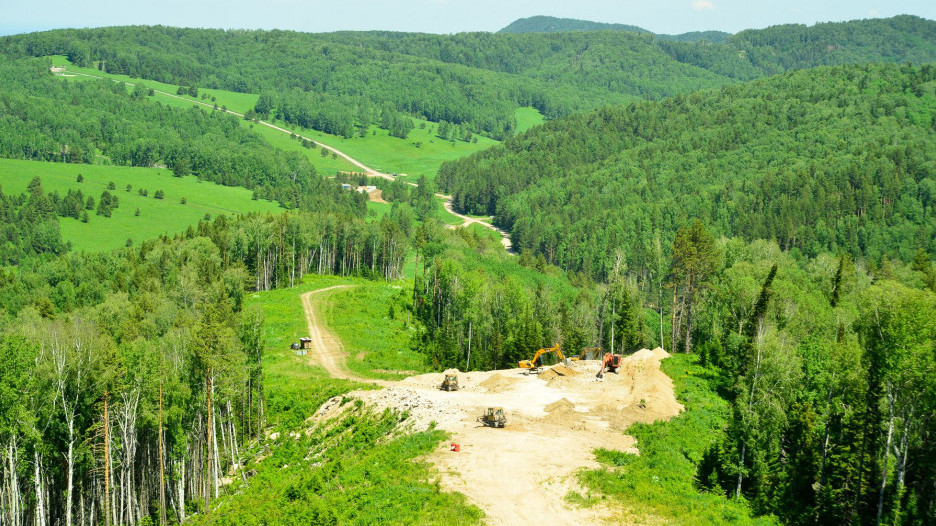 В Белокурихе-2 строят новый горнолыжный комплекс.
