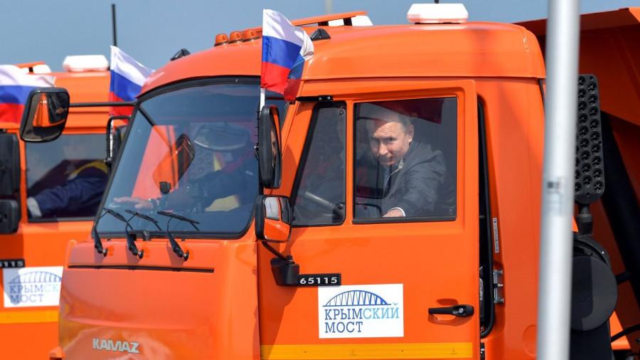Владимир Путин на Крымском мосту.