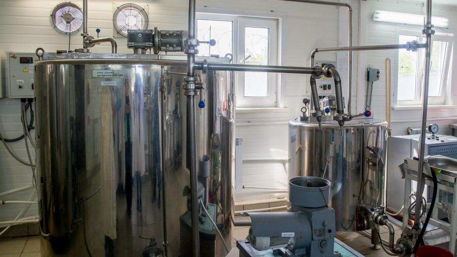 На молочном заводе в шипуновской колонии-поселении.