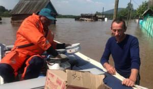 Эвакуация населения из зоны подтопления в Иркутской области.