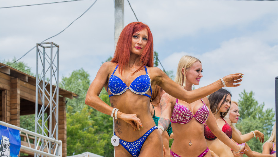 1471a7b9081f6 Самые красивые девушки в бикини на Дне молодежи в Барнауле