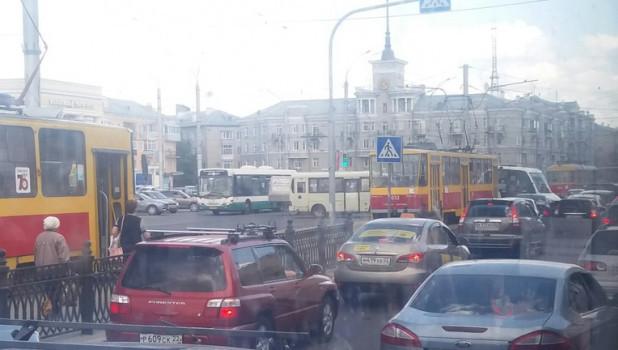 Пробка на площади Октября.
