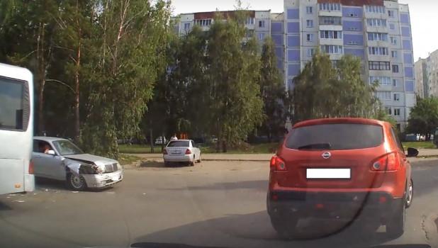 ДТП с автобусом в Барнауле.