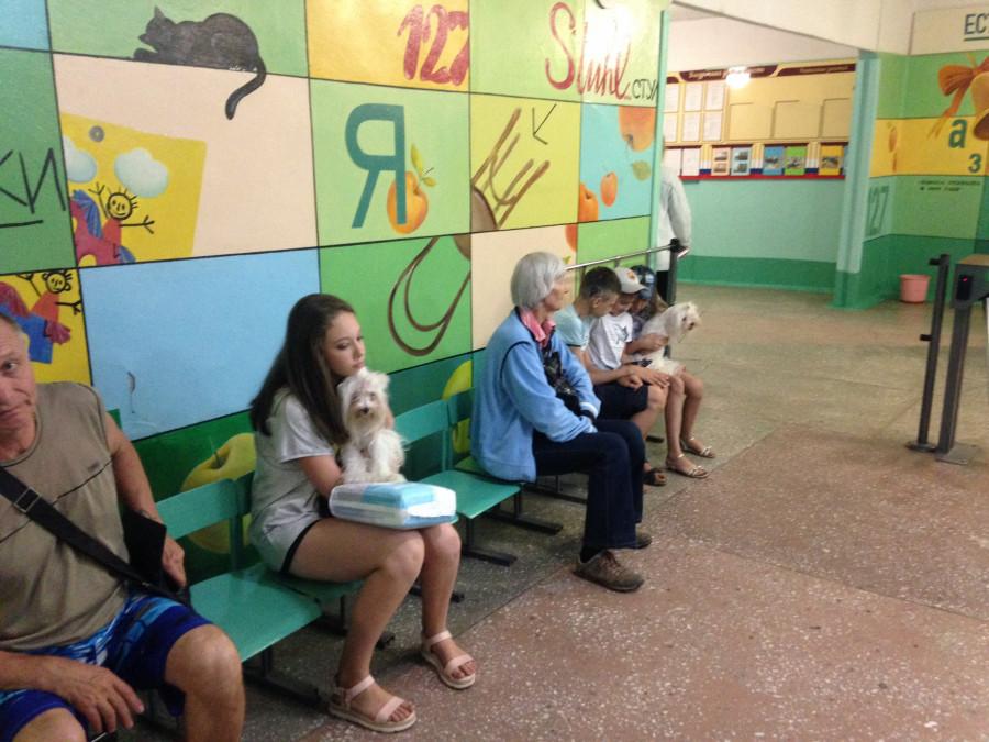 В фойе школы №127