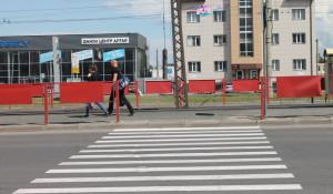 У пешеходных переходов Барнаула.