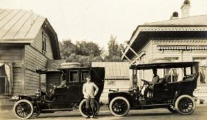 Граф Александр Дмитриевич Шереметев рядом с автомобилями
