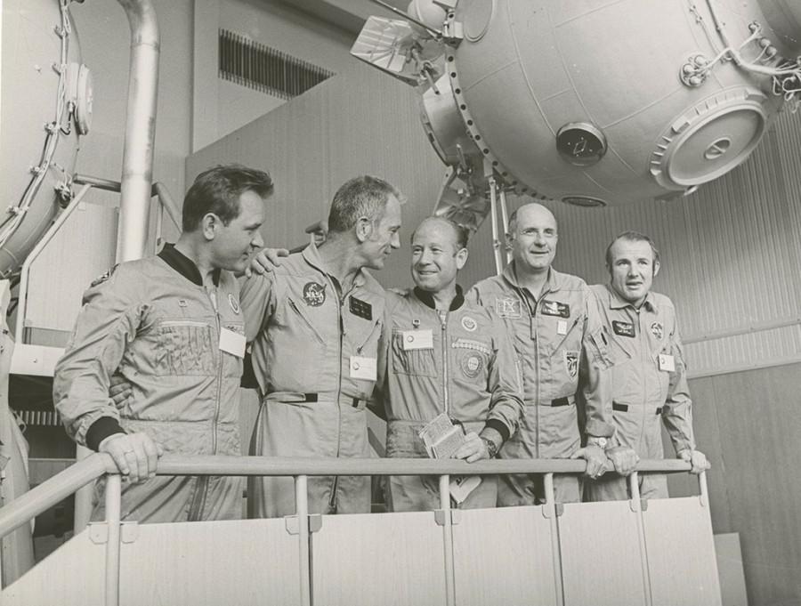 Экипаж «Союз – Аполлон» на тренажере в Звездном городке