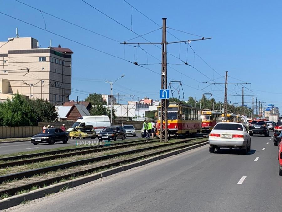 ДТП с трамваем на ул. Малахова.