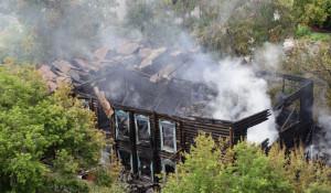 В Барнауле сгорело здание старой музыкальной школы.