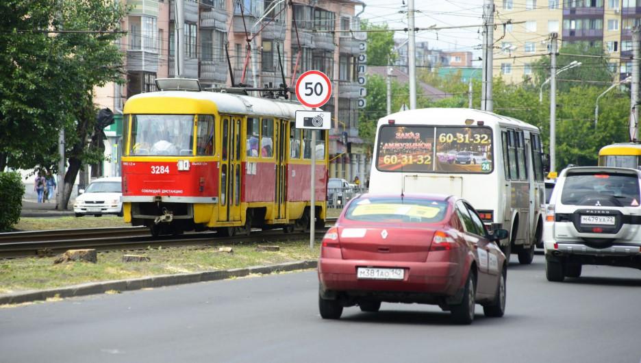 Проспект Ленина. Автомобили, трамвай.