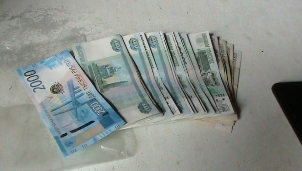 Деньги, взятка.