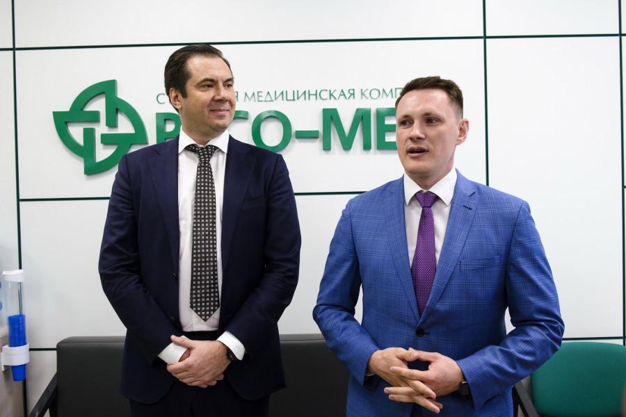 Генеральный директор компании Ресо-Мед, г.Москва Юрий Федорович Демин (слева) и Осипов Евгений Андреевич, директор Алтайского филиала (справа).
