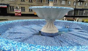 В Камне-на-Оби вспучило фонтан после ремонта