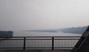 Старый мост в Барнауле и дымка.