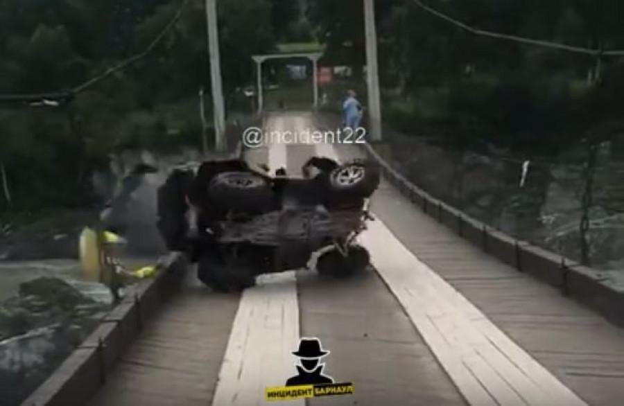 Водитель не справился с управлением на мосту.
