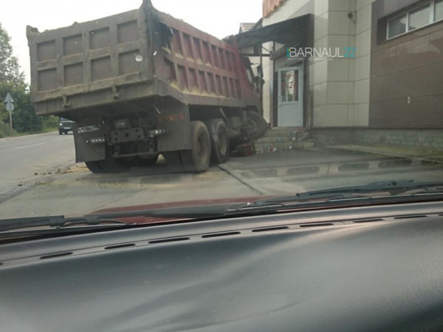 ДТП с фурой в Барнауле.