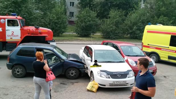 ДТП на ул. Взлетная в Барнауле.