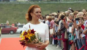 Алиса Гребенщикова прошла по красной дорожке Шукшинского фестиваля-2019.