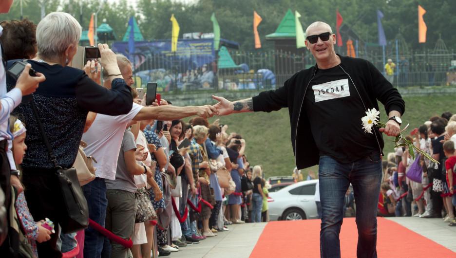 Игорь Жижикин прошел по красной дорожке Шукшинского фестиваля-2019.
